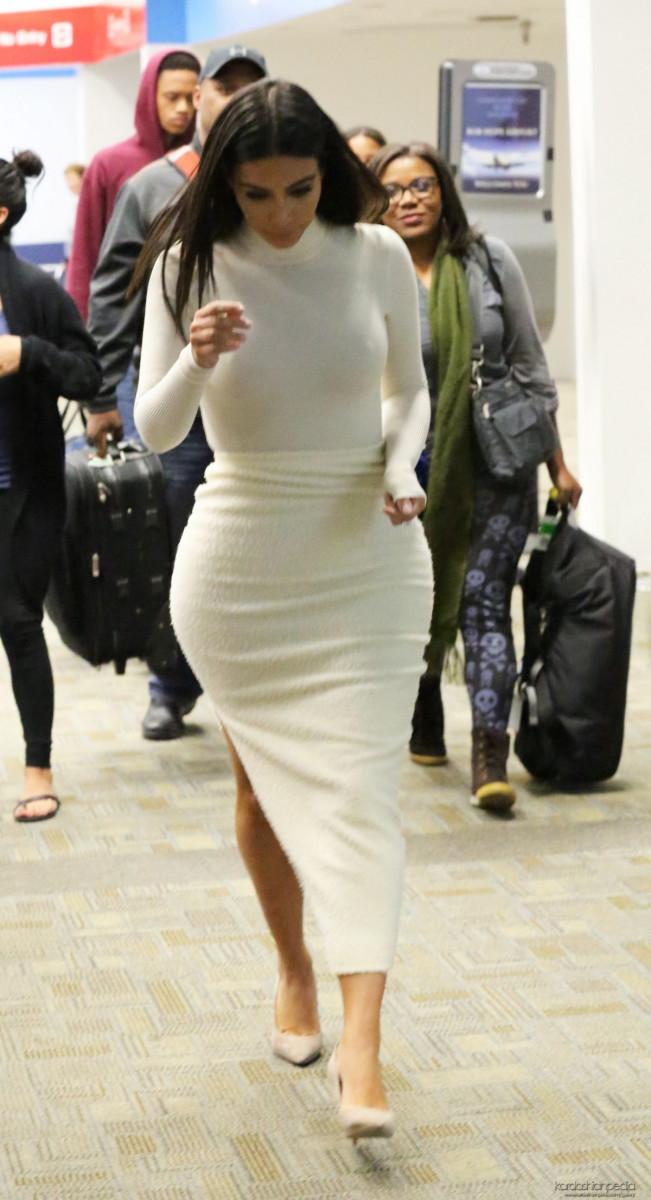 kim_kardashian_at_san_francisco_international_airport_2710_8-gthumb-gwdata1200-ghdata1200-gfitdatamax.jpg