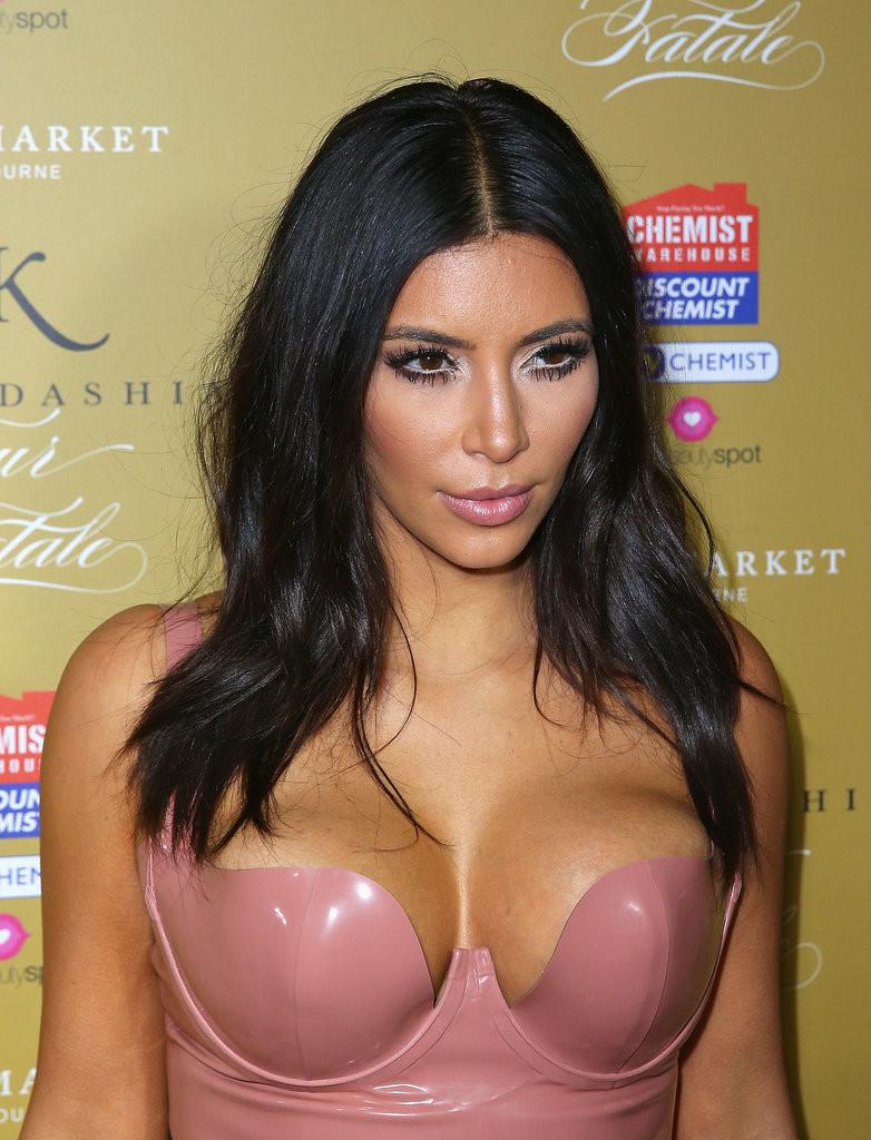 kim_kardashian_fleur_fatale_launch_australia_photos_(2)-gthumb-gwdata1200-ghdata1200-gfitdatamax.jpg