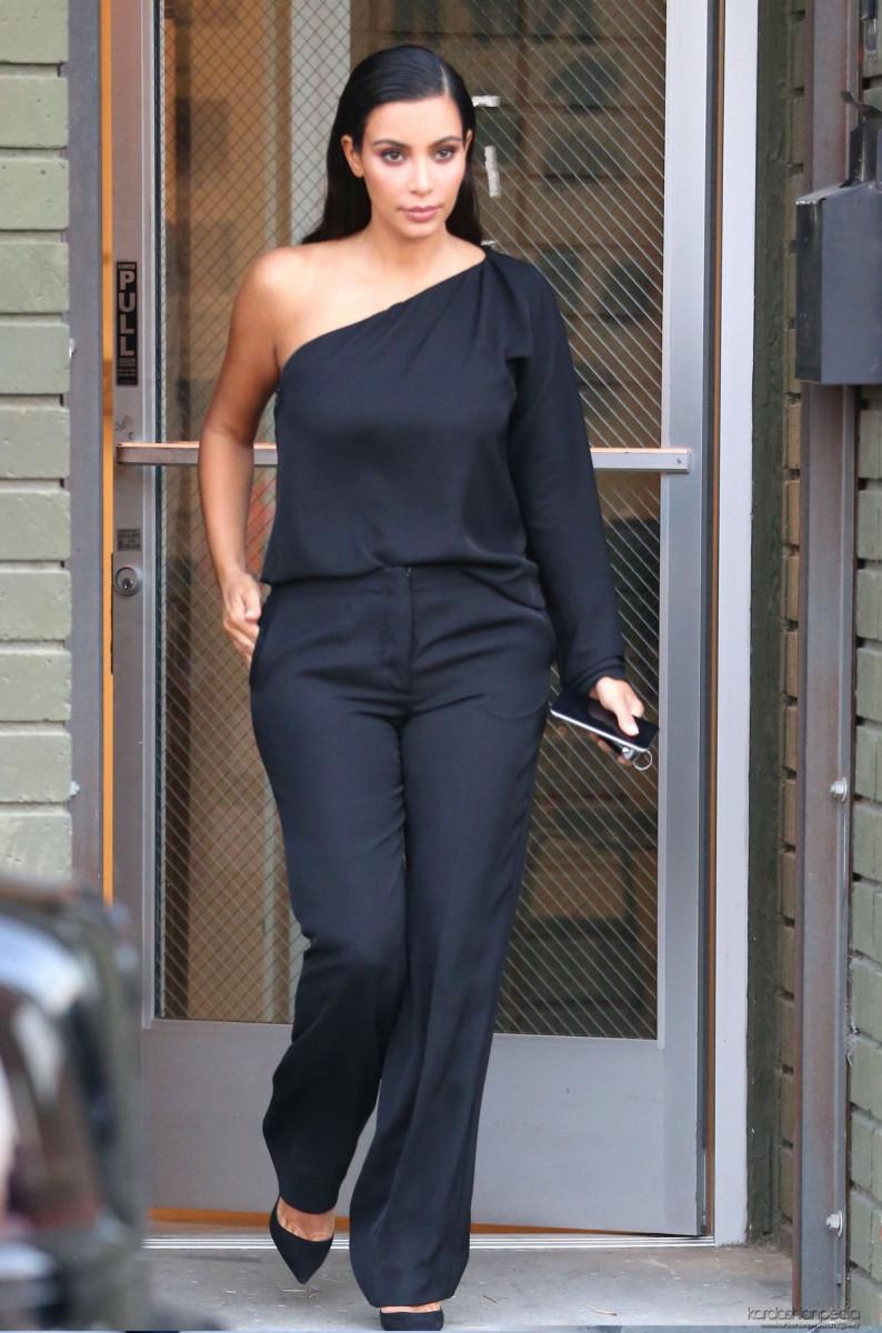 kim_kardashian_leaves_a_photoshoot_in_calabasas_13-gthumb-gwdata1200-ghdata1200-gfitdatamax.jpg