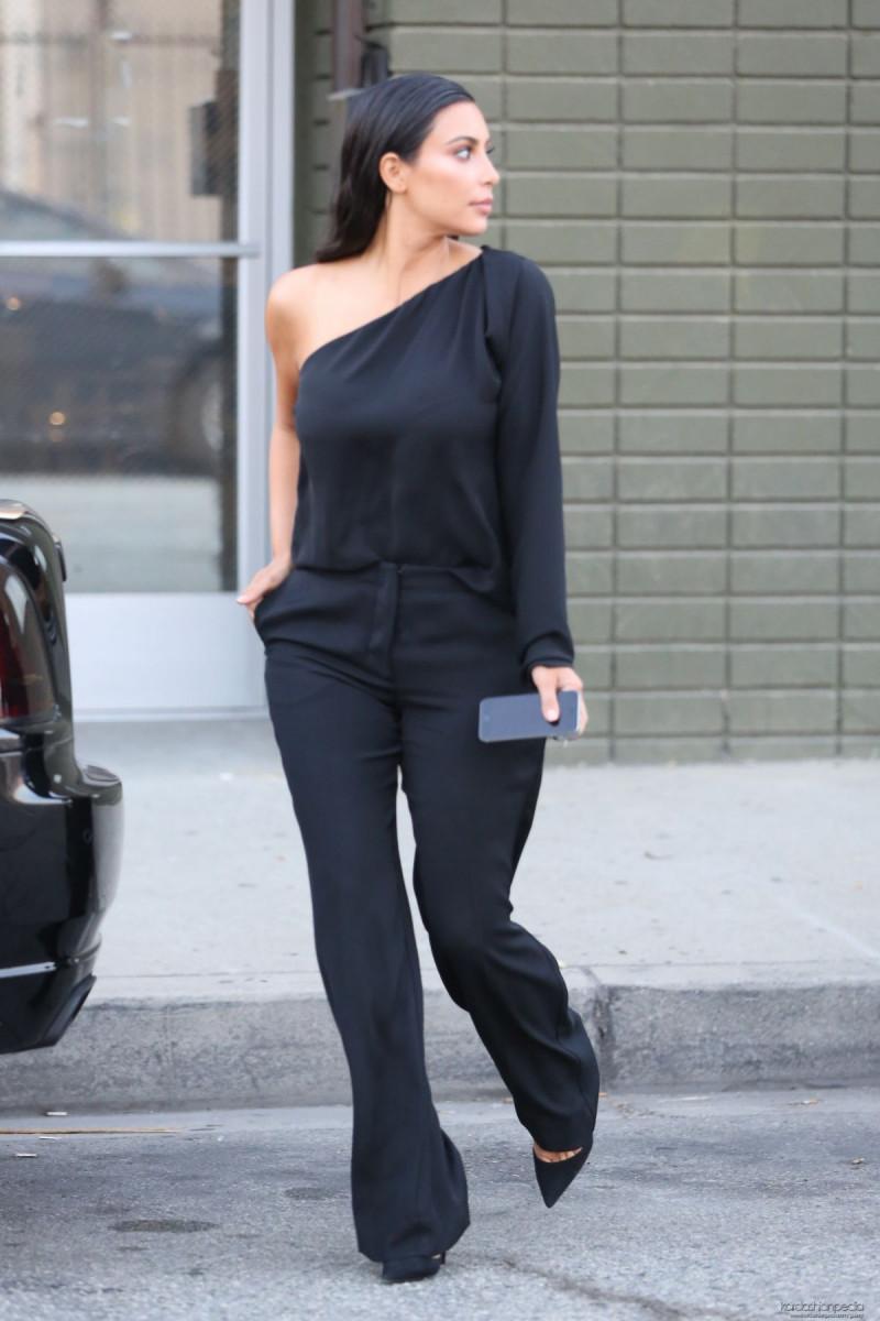 kim_kardashian_leaves_a_photoshoot_in_calabasas_20-gthumb-gwdata1200-ghdata1200-gfitdatamax.jpg