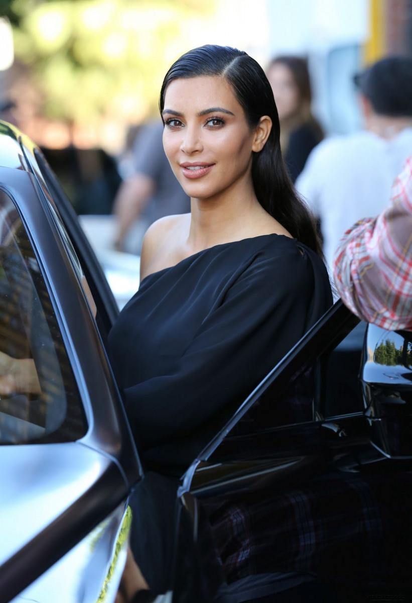 kim_kardashian_leaves_a_photoshoot_in_calabasas_6-gthumb-gwdata1200-ghdata1200-gfitdatamax.jpg