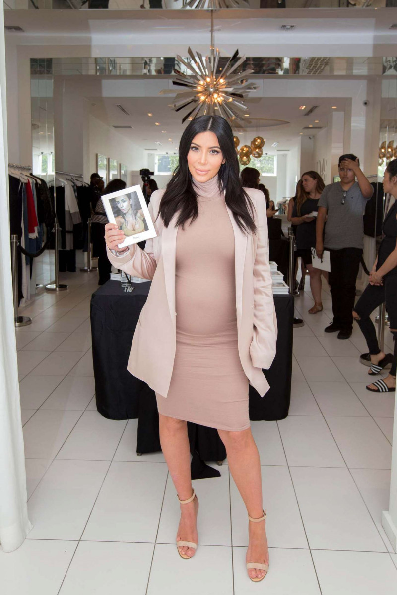 kim_kardashian_signs_selfish_book_07-gthumb-gwdata1200-ghdata1200-gfitdatamax.jpg