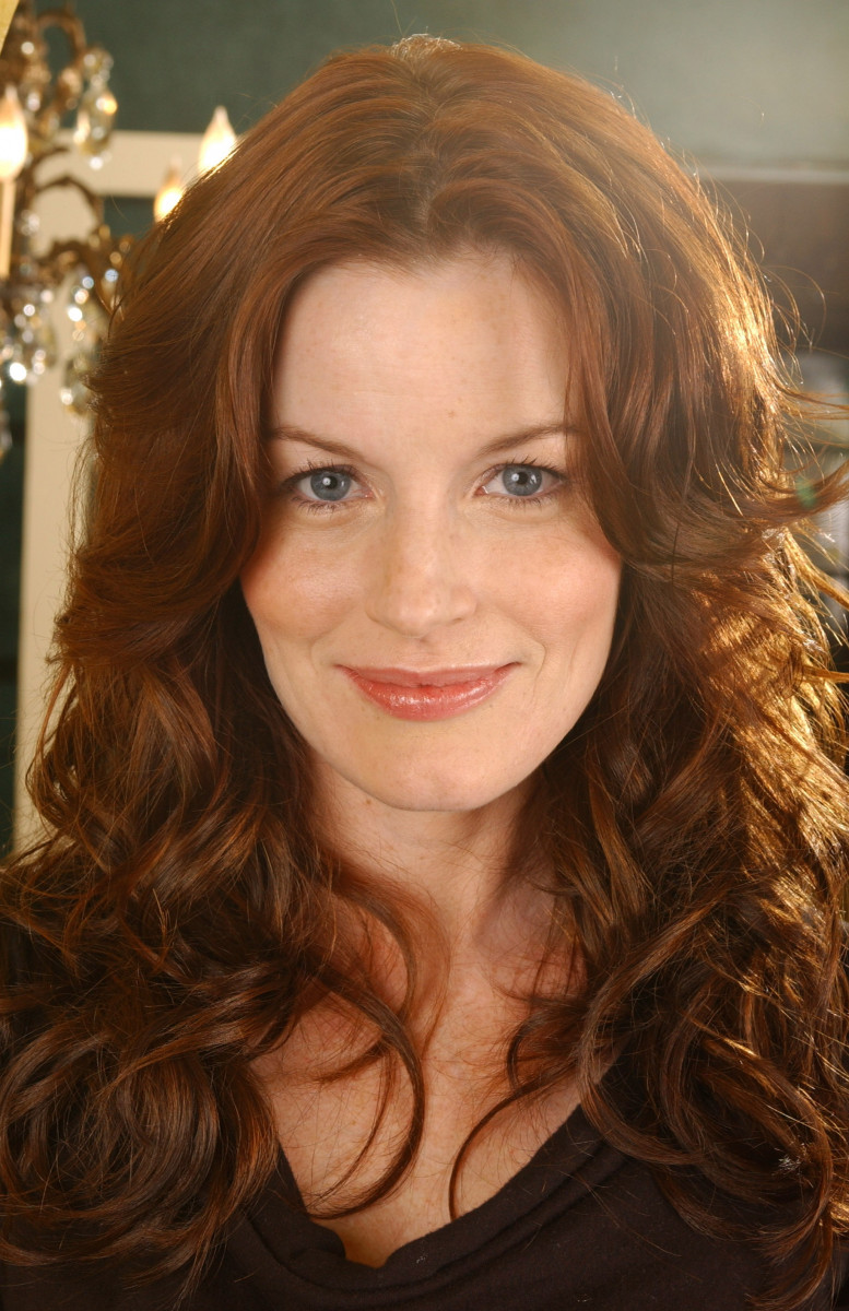 Laura Leighton: pic #206338