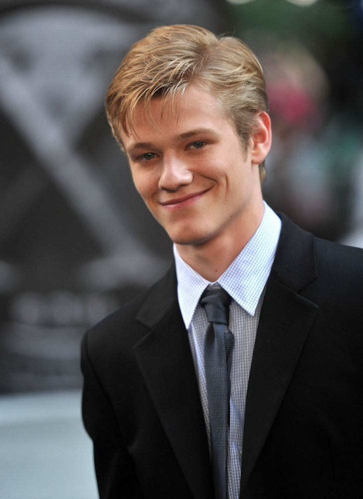 Lucas Till Photo 11 Of 24 Pics Wallpaper Photo 432946 Theplace2