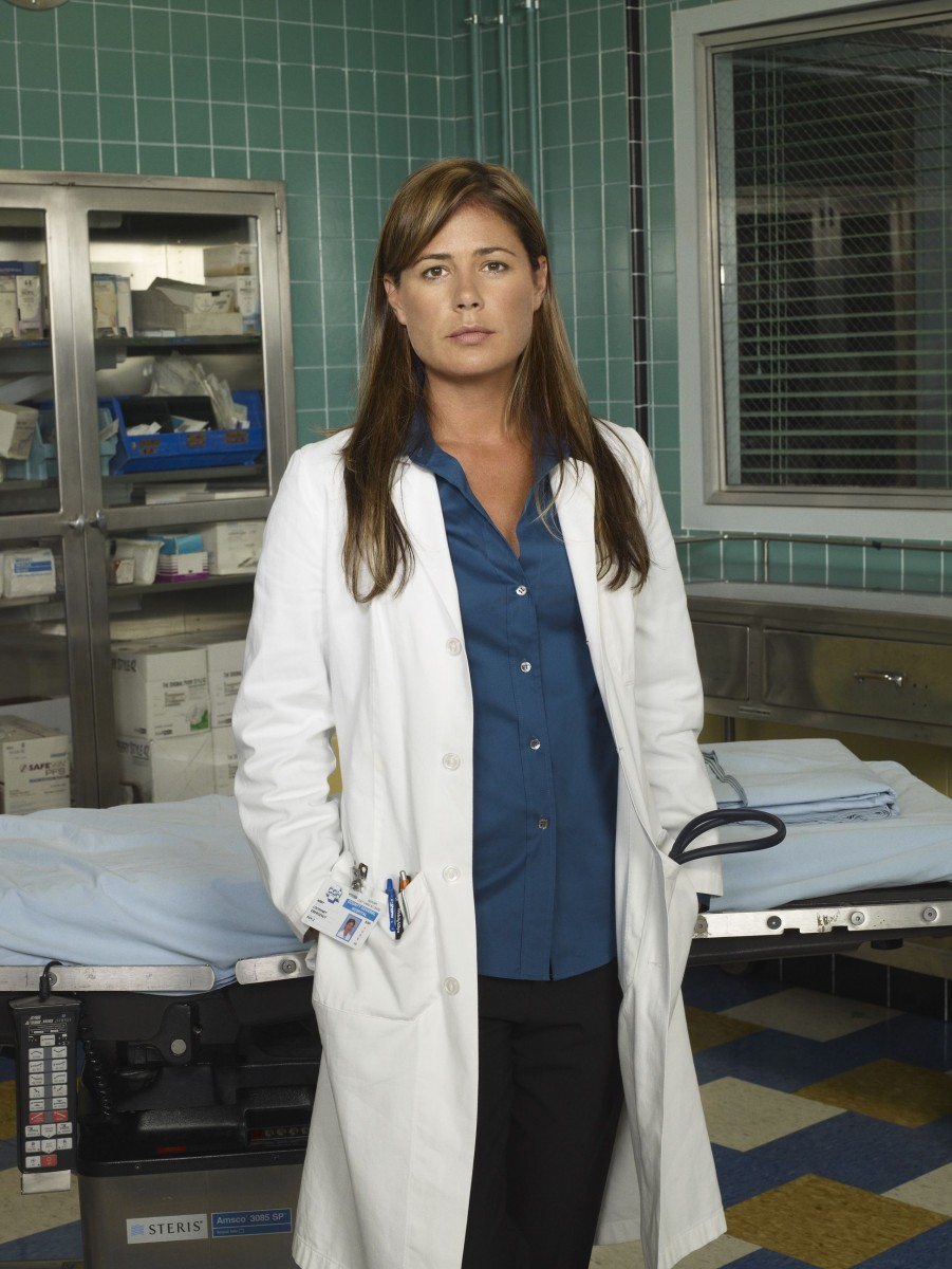 Maura Tierney: pic #443284