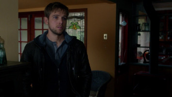 Max Thieriot photo #