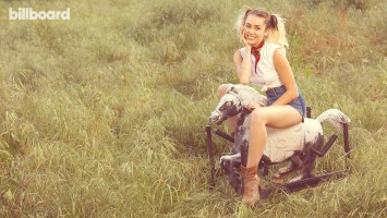 Miley Cyrus pic #931759
