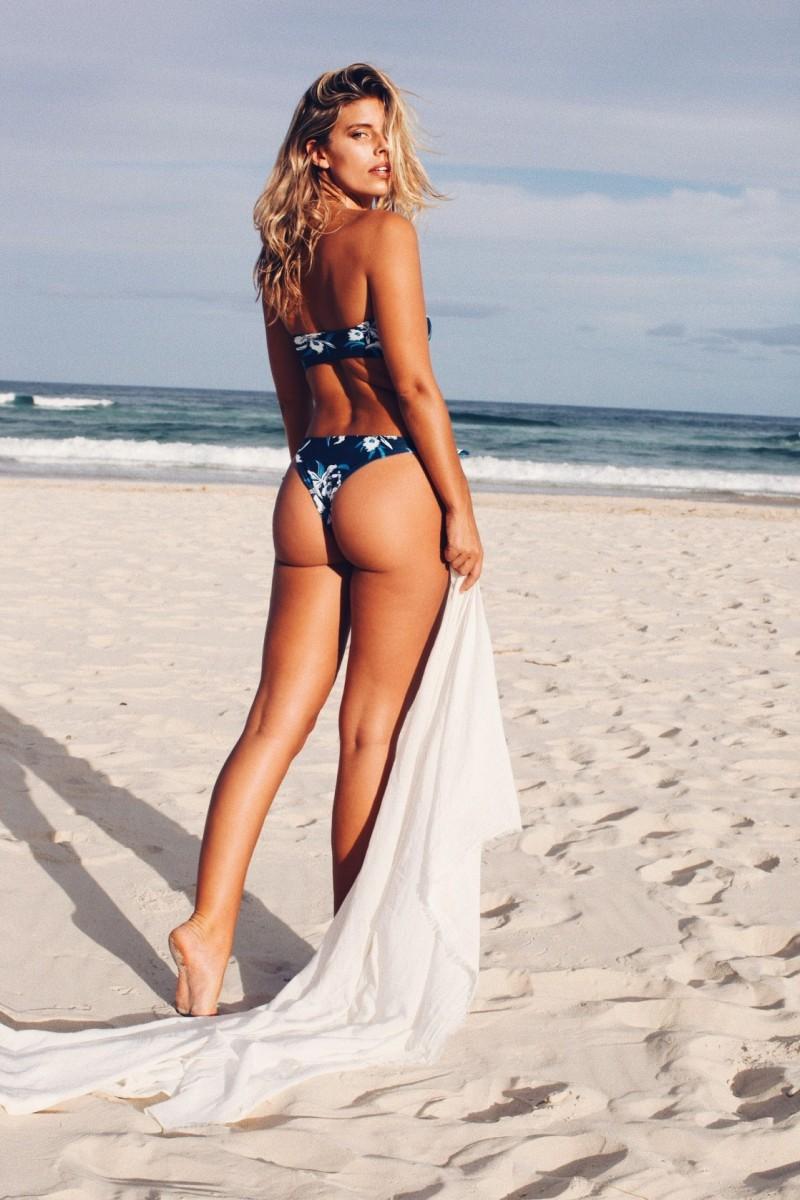 Natasha Oakley Nude Photos 59