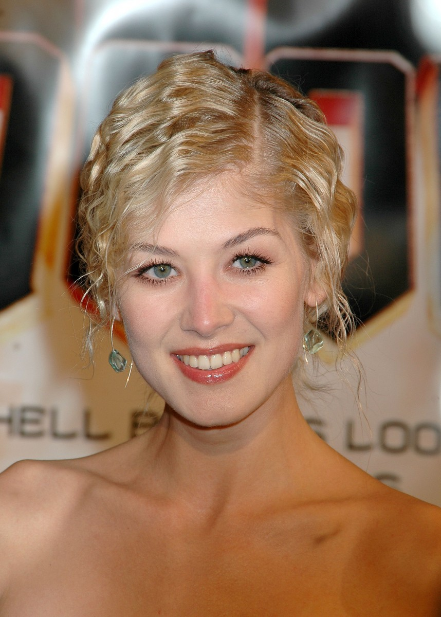 Rosamund Pike photo gallery - high quality pics of
