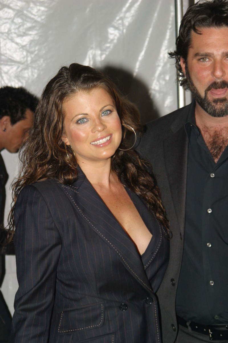 Yasmine Bleeth Nude Photos 26