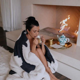 Kourtney Kardashian instagram pic #253569