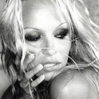 Pamela Anderson Photo Gallery Page 25 Theplace