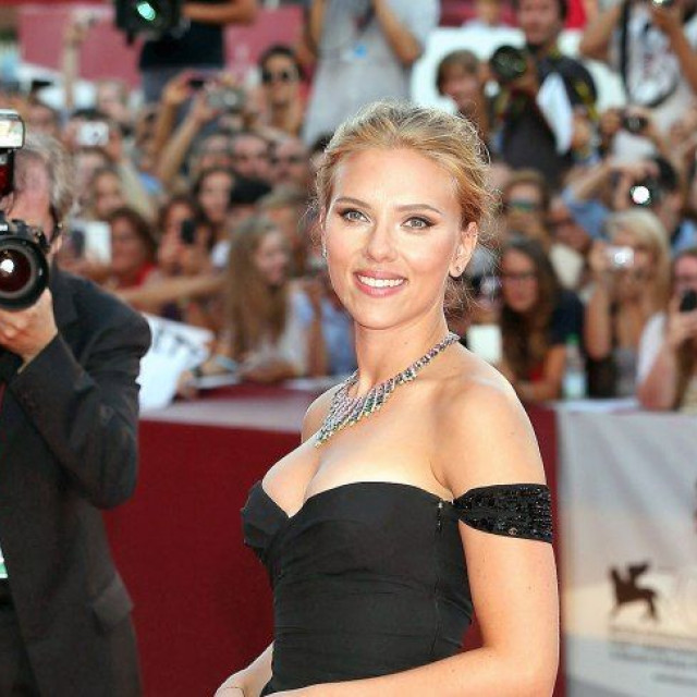 Scarlett Johansson Advises Young Girls To Take Risks