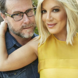 Tori Spelling And Dean McDermott Have To Pay $220,000 To City National Bank