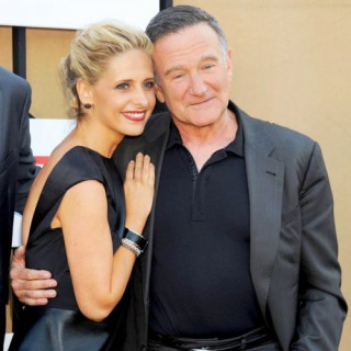 Sarah Michelle Gellar Calles Robin Williams A Father She Had Always Dreamed Of Having