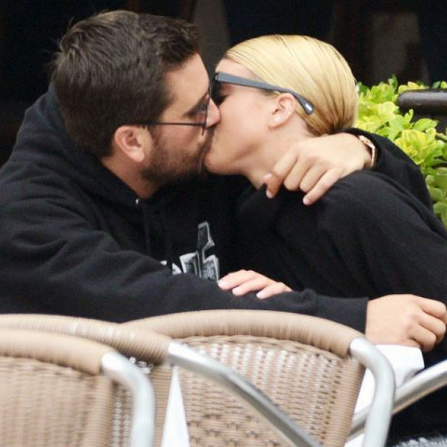 Venice Kiss Of Scott Disick And Sofia Richie