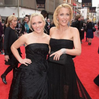 Family Portrait: Gillian Anderson with his daughter at the premiere in London