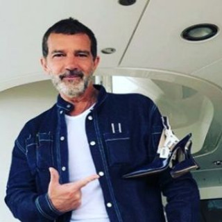 Antonio Banderas was criticized for his gray beard