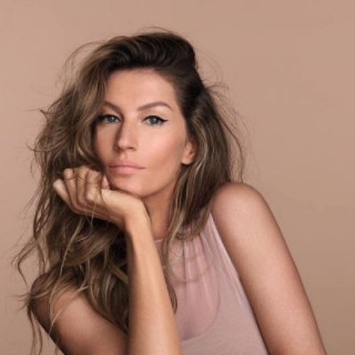Gisele Bundchen became the face of O Boticaria cosmetics
