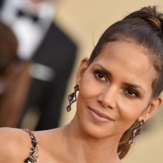 Halle Berry celebrated her 52nd birthday with a delicious cake