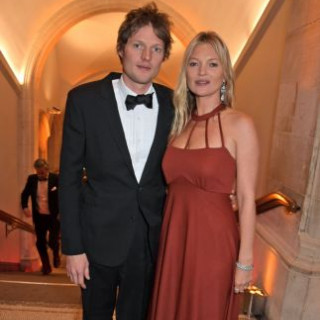 The Sun: 45-year-old model Kate Moss plans to marry