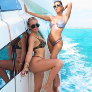 Kardashian sisters showed luxurious bodies in swimsuits