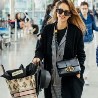 Jessica Alba spotted at London airport in her pajamas