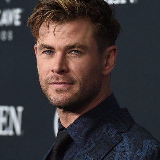 Chris Hemsworth will donate a million dollars to fight fires in Australia