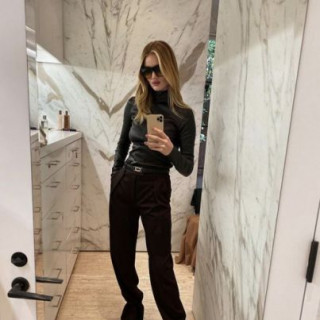 Rosie Huntington-Whitely shared a trendy bow