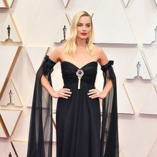 Margot Robbie stepped on the red carpet in an evening dress