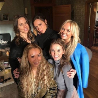 Victoria Beckham reunited with the Spice Girls