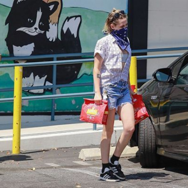 Kristen Stewart and her girl hurry to go shopping