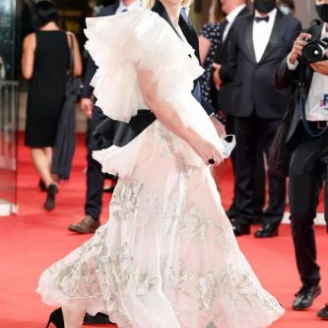 Cate Blanchett, in a bride's dress, came to the red carpet