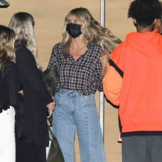 Heidi Klum surprised with 2000s style jeans