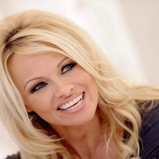 Pamela Anderson asked Trump to forgive Assange