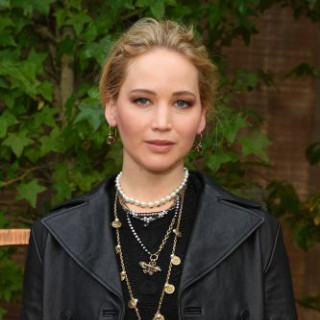 Jennifer Lawrence gets hurt on set
