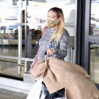 Pregnant Hilary Duff spotted at Los Angeles airport
