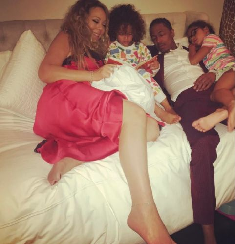Nick Cannon Sleeps While Mariah Carey Reads 'Bedtime Stories' to Kids