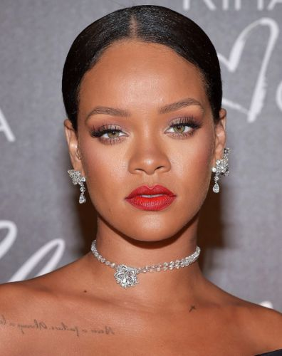 Rihanna Advises Her Fan How To Overcome a Heartbreak